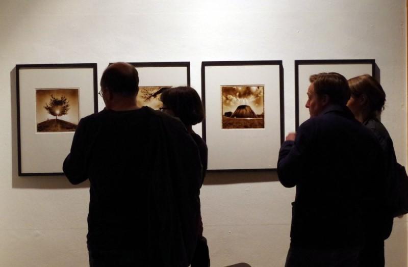 """Vermessung der Zeit - Literaturhaus Stuttgart. Lochkamera Fotografien aus der serie """"Mihaelas Garten"""""""