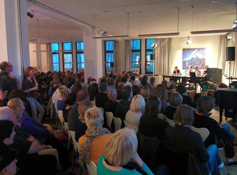 Ausstellungseröffnung, Lesung und Konzert im Literaturhaus Stuttgart mit José F.A. Oliver, Dorothea Dieckmann und Heinrich Steinfest und Hawelka.