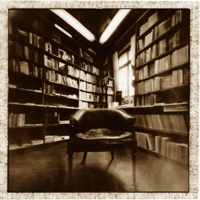Camera Obscura - Ernst Bloch Sessel  in der Buchhandlung Gastl, Tübingen